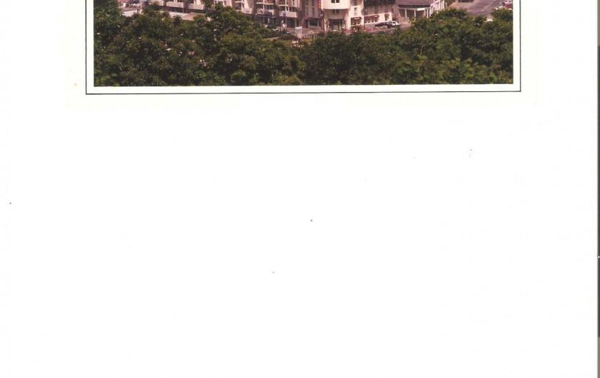 Location de vacances - Appartement à Perros-Guirec - L'immeuble en bordure de plage