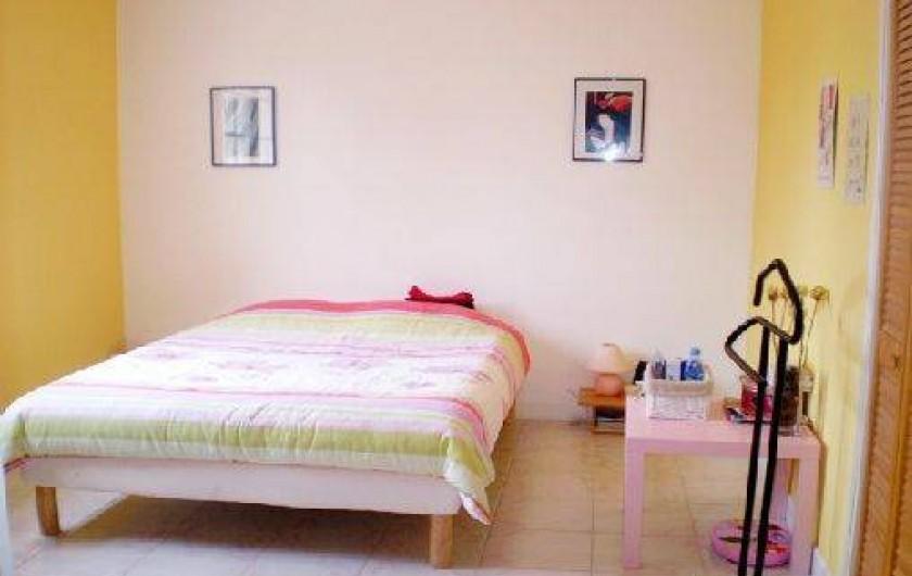 Location de vacances - Appartement à Éguilles - chambre de 15 m2, lit de 140 x 190, Placard de rgt pour Mme & placard Mr .