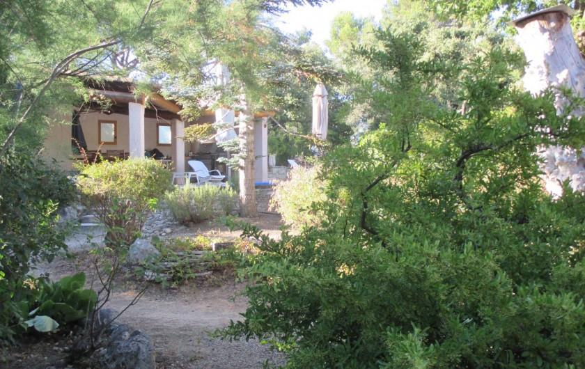 Location de vacances - Appartement à Éguilles - Des allées où l'on agréables !