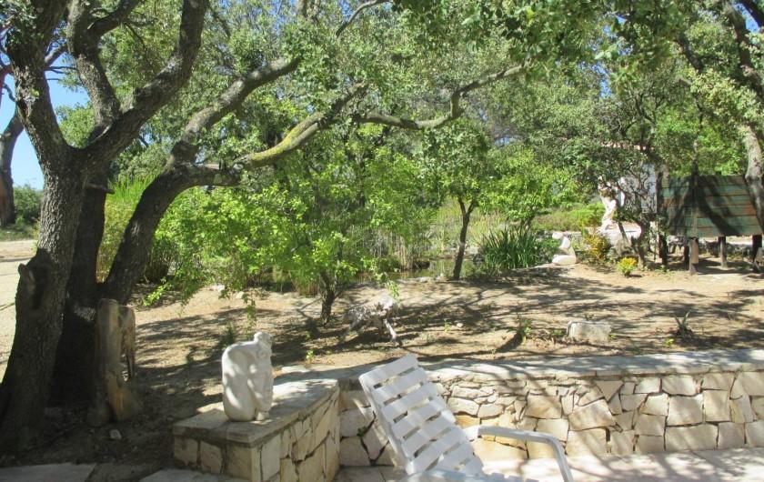 Location de vacances - Appartement à Éguilles - Un jardin où il fait bon vivre ! Soyez les bienvenus... Amanda et Jean-Pierre