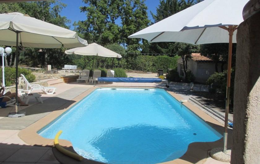 Location de vacances - Appartement à Éguilles - Une piscine de 11,70 x 4,20, avec pour chacun de vous un transat, (alarme NF.)