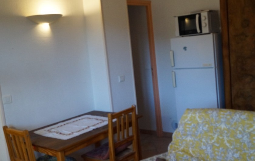 Location de vacances - Gîte à La Rochette - vue partielle du salon salle à manger du gîte 3 pièces