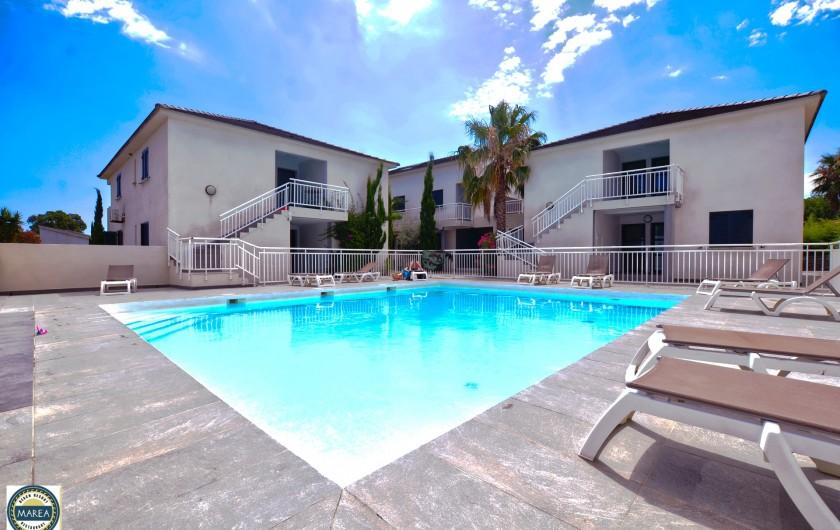 Location de vacances - Appartement à Santa-Lucia-di-Moriani - La piscine