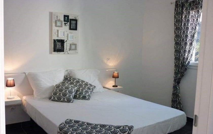 Location de vacances - Appartement à Santa-Lucia-di-Moriani - Chambre parentale
