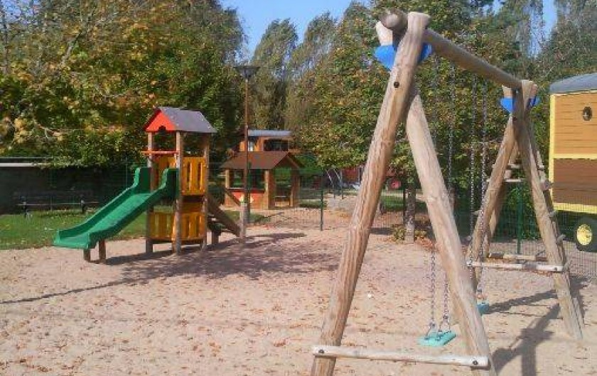 Location de vacances - Roulotte à Châtillon-en-Bazois - terrain de jeux enfants