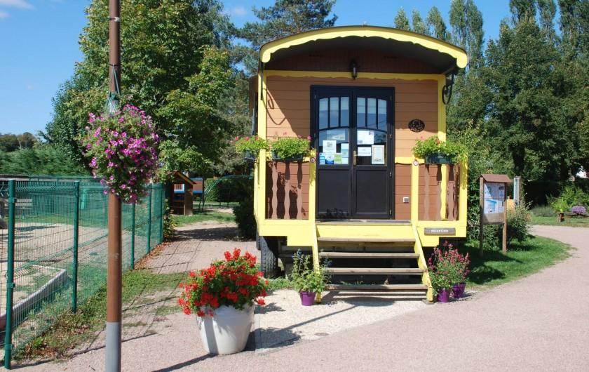 Location de vacances - Roulotte à Châtillon-en-Bazois - roulotte d'accueil