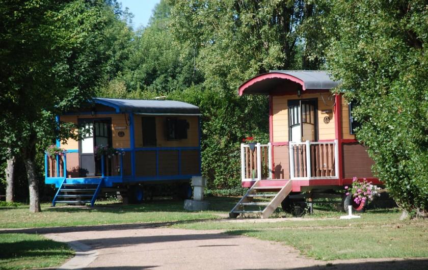 Location de vacances - Roulotte à Châtillon-en-Bazois - roulottes Hirondelle et linotte