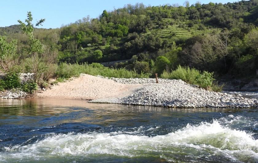 Location de vacances - Gîte à Saint-Fortunat-sur-Eyrieux - avril 2016 :petite plage située sous le gîte