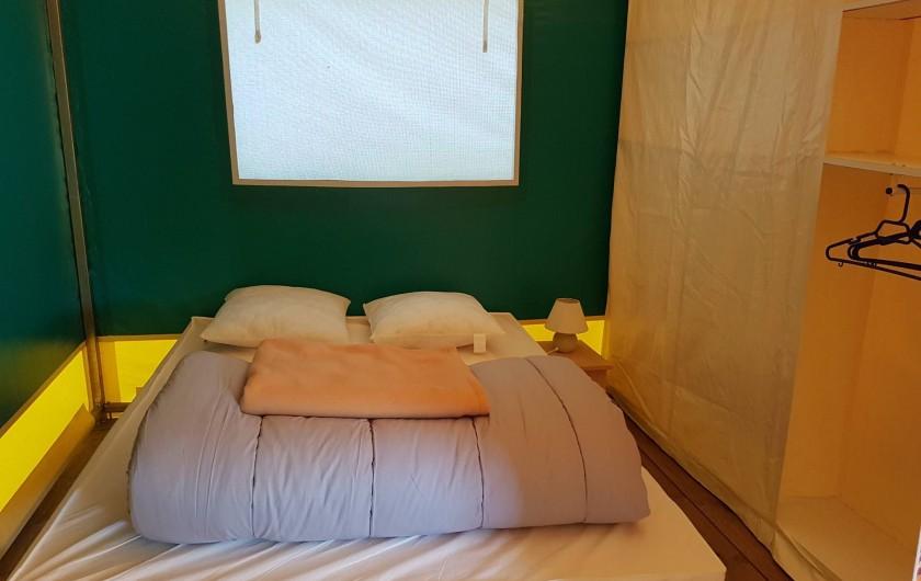 Location de vacances - Camping à Givrand - Bungalow toilé - chambre 1