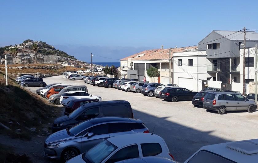 Location de vacances - Studio à Marseille - Parking gratuit en haut de la plage
