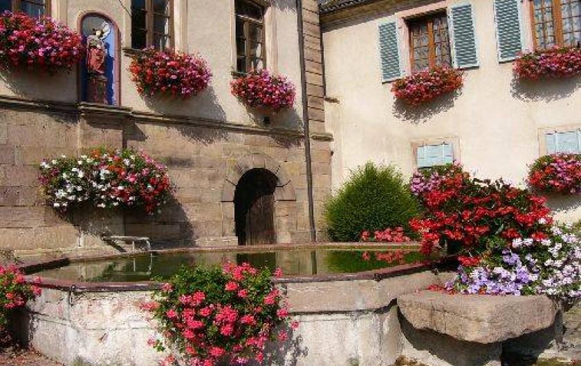 Location de vacances - Gîte à Gueberschwihr - Gueberschwihr, ses ruelles pavées, ses fontaines fleuries