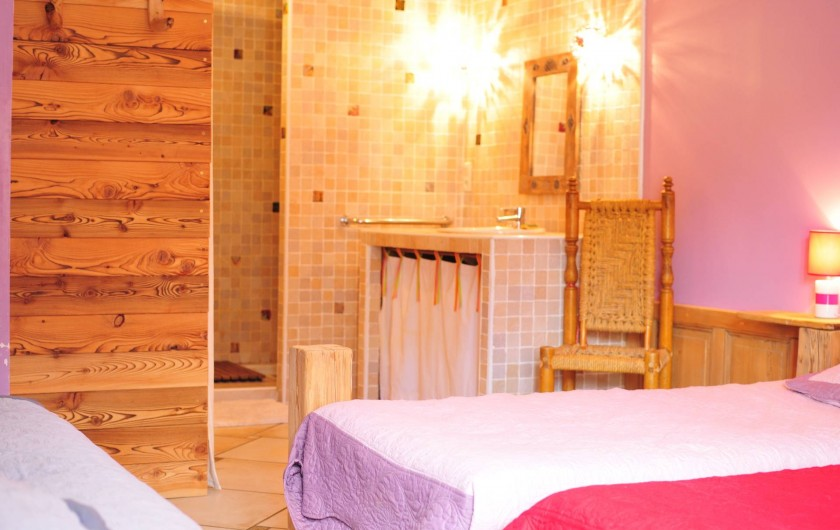 Location de vacances - Chalet à Albiez-Montrond - chambre 1 rdc avec sa salle de douche