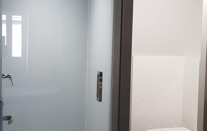 Location de vacances - Gîte à Laruns - Douche, coin toilette