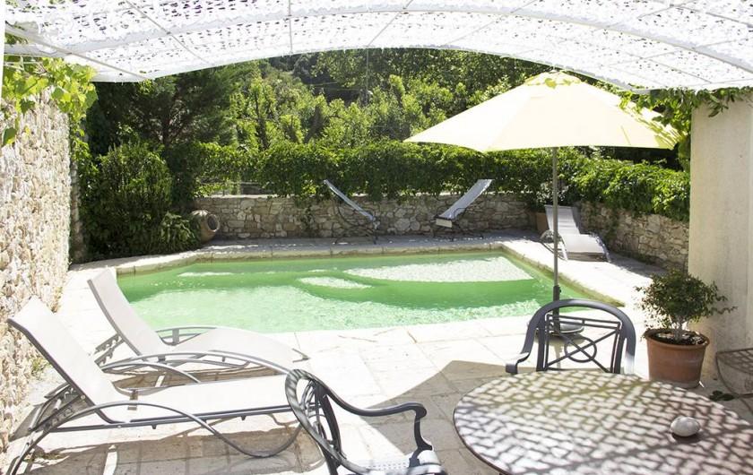 Location de vacances - Gîte à Robion - Piscine partagée