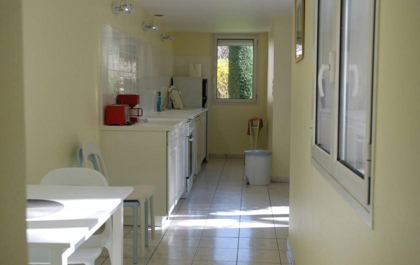 Location de vacances - Appartement à Tours - Cuisine rez-de-jardin et coin repas