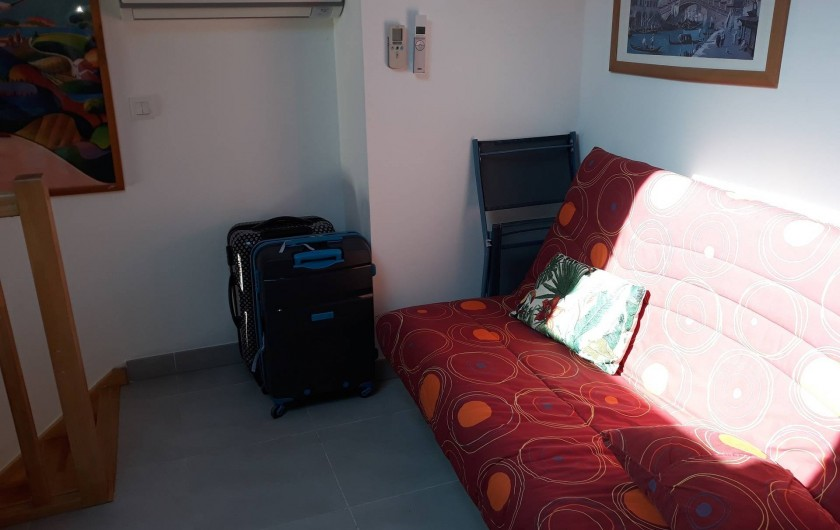 Location de vacances - Appartement à Les Issambres - Canapé lit en mezzanine