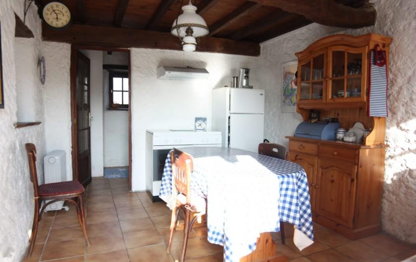 Location de vacances - Gîte à Picauville - Équipements cuisine  Gaziniere frigo micro ondes Grill pain