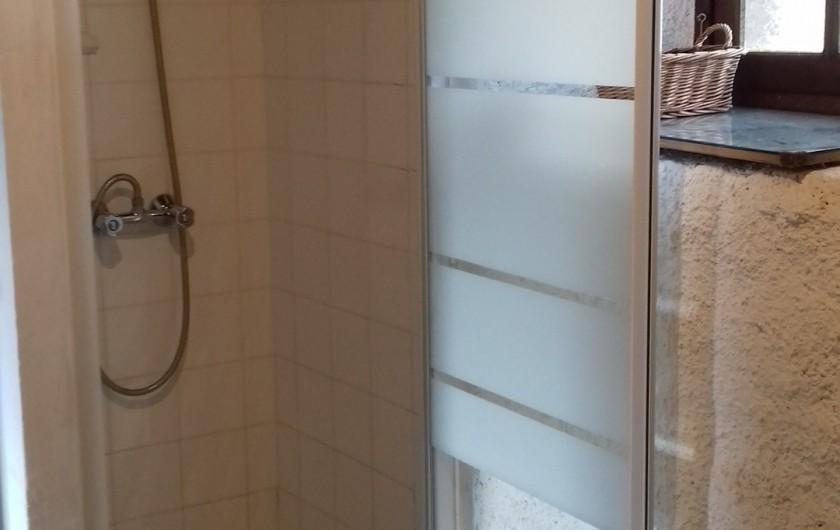 Location de vacances - Gîte à Picauville - Douche Un placard de rangement  Sèche linge