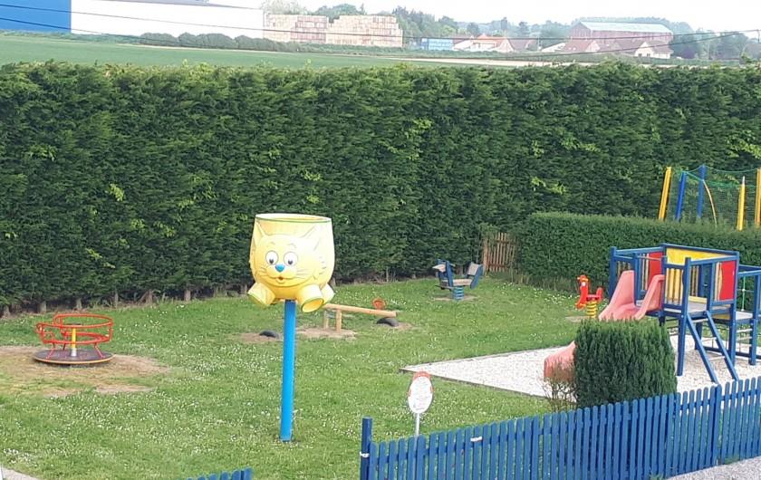 Location de vacances - Bungalow - Mobilhome à Zegerscappel - aire de jeux pour les enfants de 2 à 8 ans