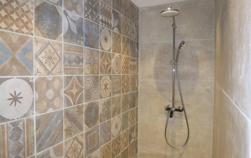 Location de vacances - Mas à Céreste - grande douche à l'italienne