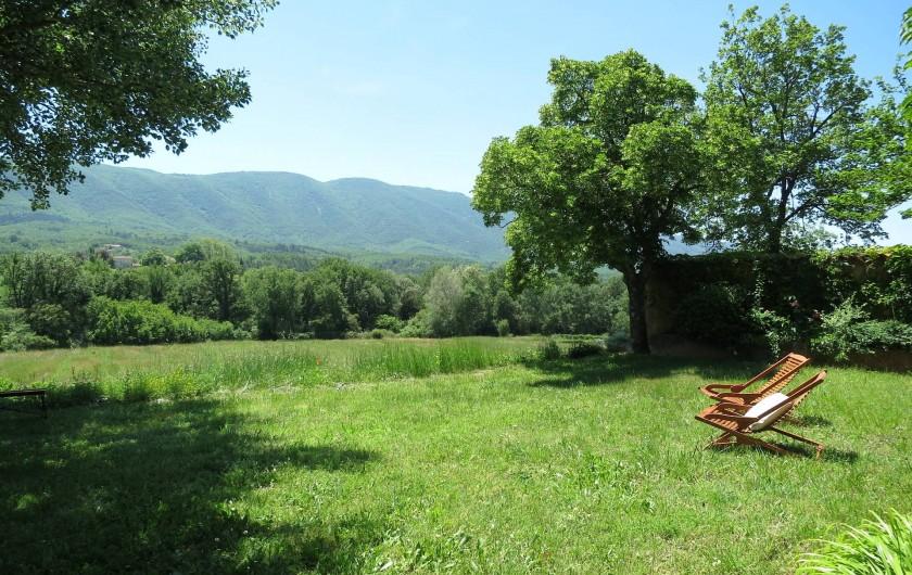Location de vacances - Mas à Céreste - Vue sur le Luberon