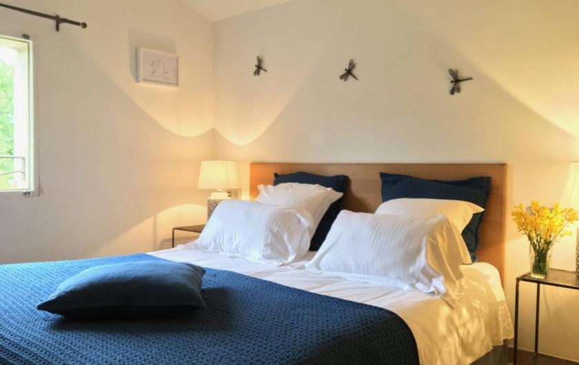 Location de vacances - Mas à Céreste - Chambre avec vue sur le Luberon, lit 160X200