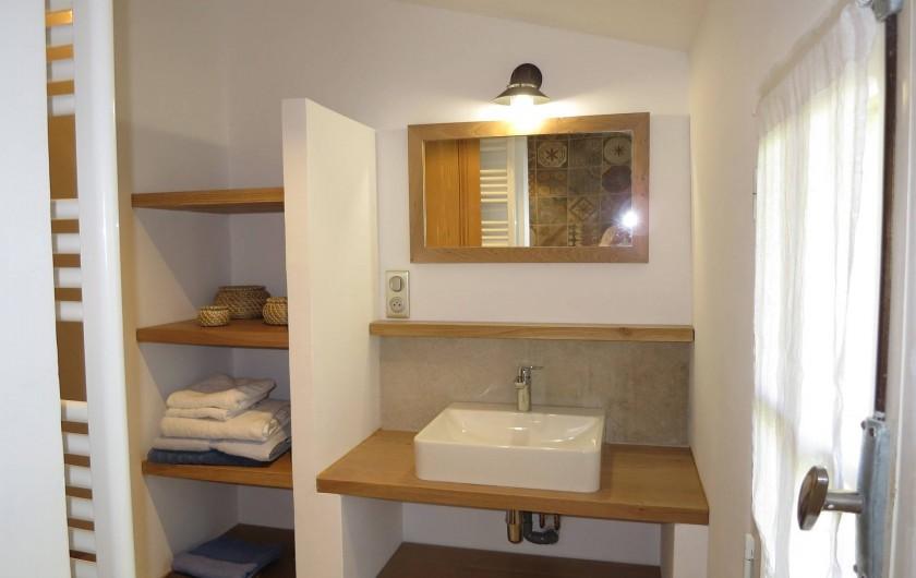 Location de vacances - Mas à Céreste - Salle de douche rénovation 2017