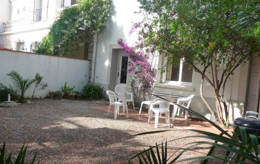 Location de vacances - Chalet à Argelès-sur-Mer - jardin coté rue