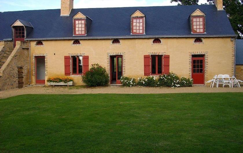 Location de vacances - Gîte à Noyant-la-Gravoyère - vue extérieure