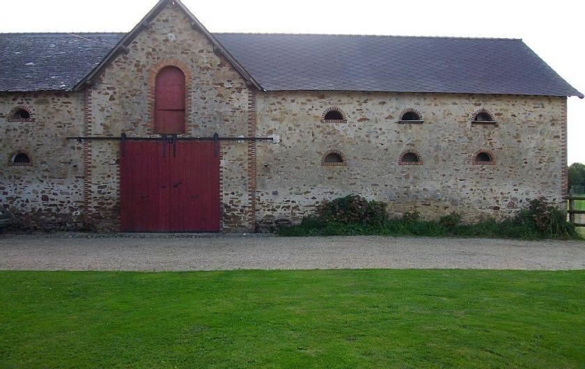 Location de vacances - Gîte à Noyant-la-Gravoyère - Vue arrière