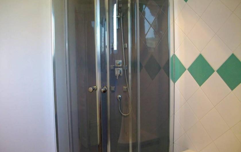 Location de vacances - Gîte à Noyant-la-Gravoyère - douche