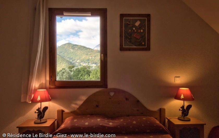 Location de vacances - Hôtel - Auberge à Giez - Chambres confortables, nettoyage simplifié avec du parquet.