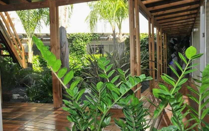 Location de vacances - Appartement à Saint-Cyprien Plage - Patio intérieur de la résidence