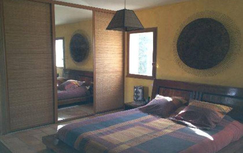 Location de vacances - Maison - Villa à Ensuès-la-Redonne - CHAMBRE A ETAGE AVEC LIT EN 160 ET SOLARIUM