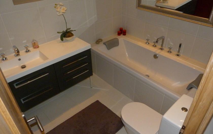 Location de vacances - Chalet à Séez - Salle de bain indépendante et WC