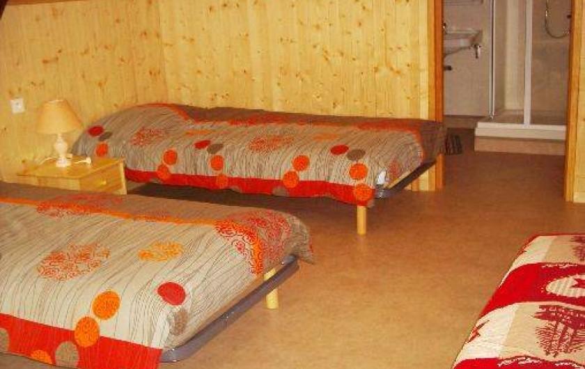 Location de vacances - Gîte à Landos - chambre 2 avec 4 lits en 90+SDE