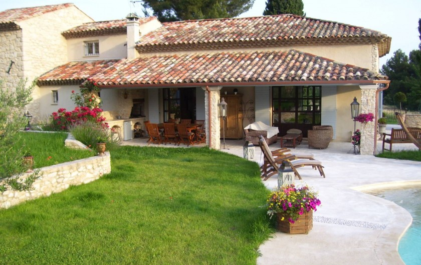 Location de vacances - Mas à Aix-en-Provence - coté piscine