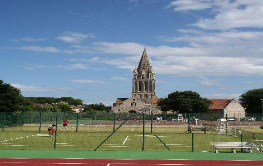 Location de vacances - Gîte à Langrune-sur-Mer - centre village, important club de tennis.