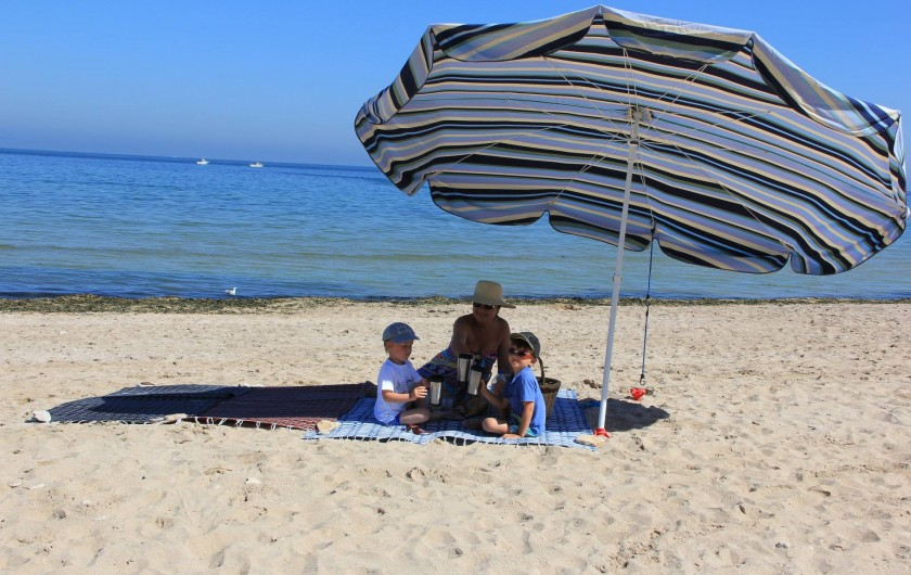 """Location de vacances - Gîte à Langrune-sur-Mer - Simple ! mais efficace pour """"agrandir"""" le séjour ... Le bleu c'est la mer !"""