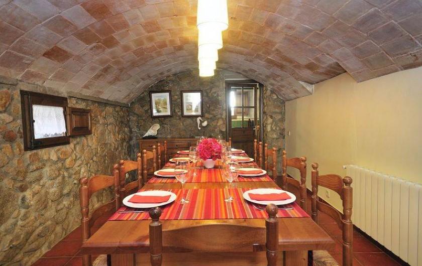 Location de vacances - Mas à Sant Antoni de Calonge - Magnifique salle a manger chic, minimaliste, élégant et d'esprit rustique.