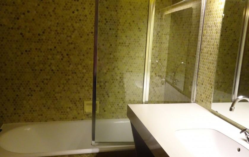 Location de vacances - Chalet à Les Houches - Salle de bain attenante à la chambre