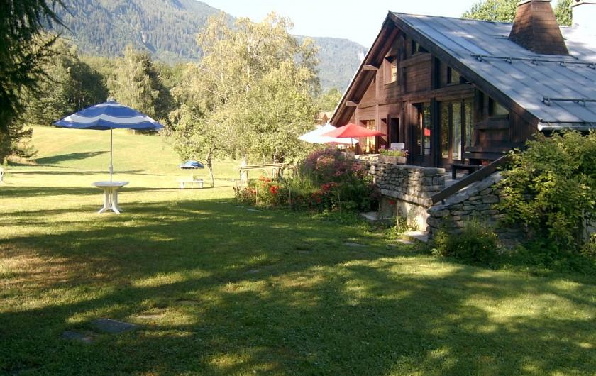 Location de vacances - Chalet à Les Houches - Arrivée au chalet l'été