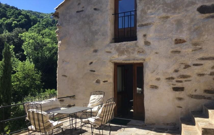 Location de vacances - Gîte à Saint-Vincent-d'Olargues - Terrasse meublée gîte 2