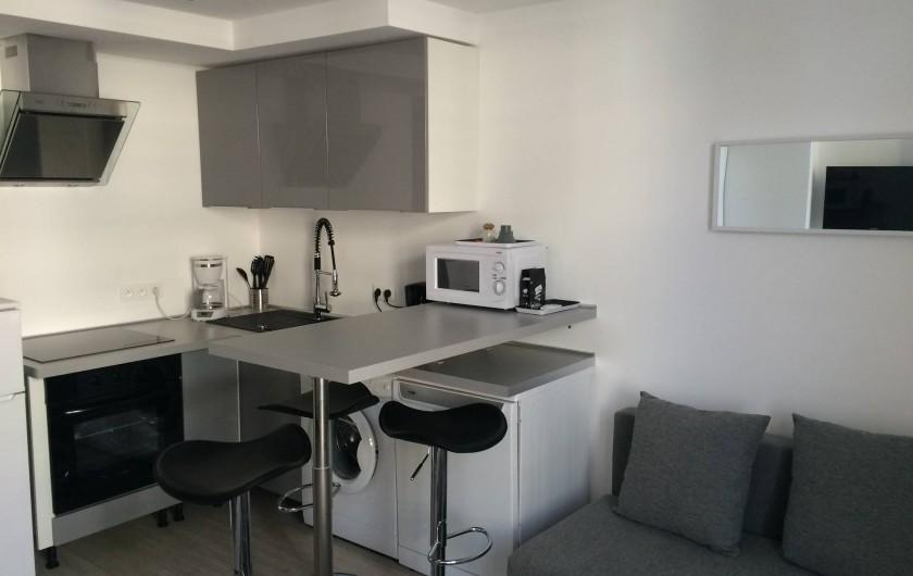 Location de vacances - Studio à Cannes - ensemble cuisine , salon