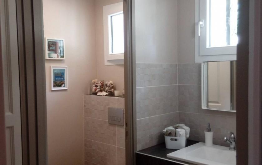 Location de vacances - Maison - Villa à Auriol - Salle d'eau et WC dans l'entrée