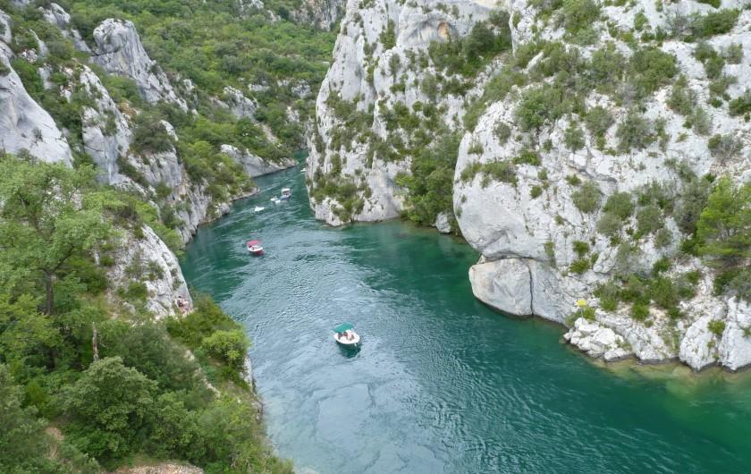 Location de vacances - Studio à Gréoux-les-Bains - Une balade en canoë ?