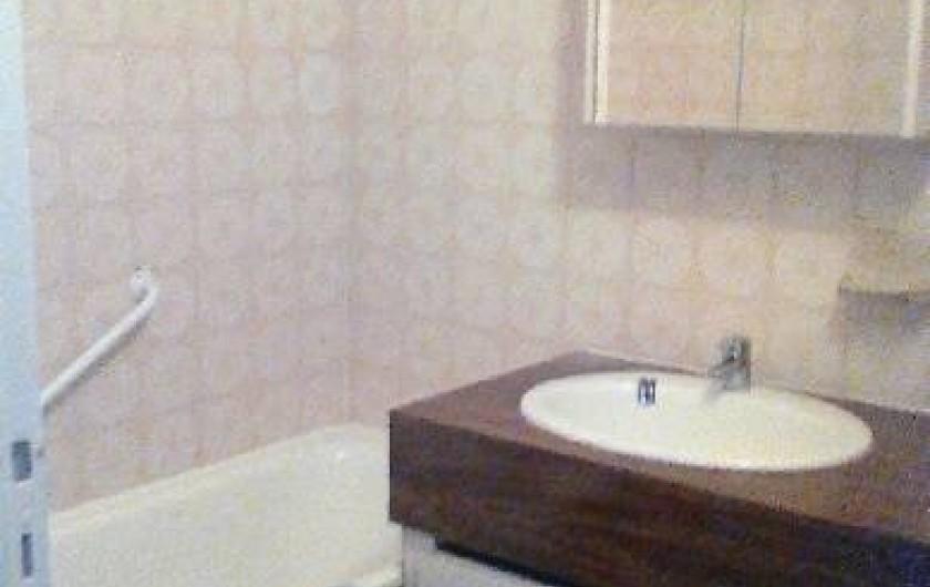 Location de vacances - Studio à Gréoux-les-Bains - salle de bain, wc séparé