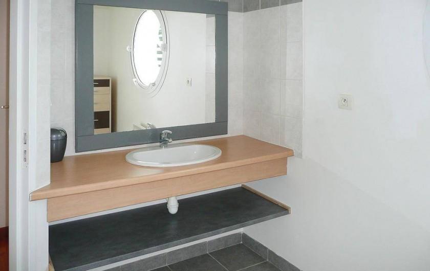 Location de vacances - Gîte à Kerlouan - La salle d'eau