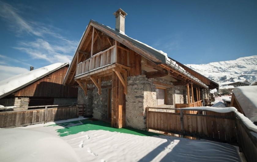 Location de vacances - Appartement à Albiez-le-Vieux - vue extérieure terrasse hiver