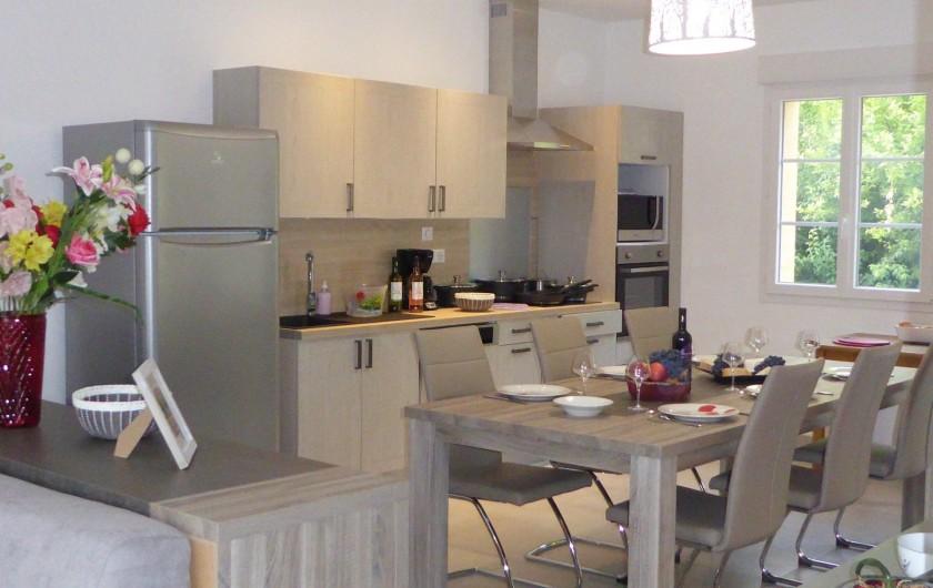 Location de vacances - Gîte à Mirepeisset - Cuisine et salle à manger du gîte Artémisia